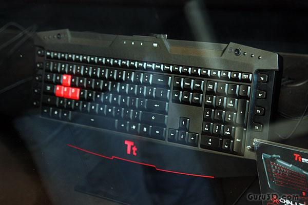 Thermaltake展示火焰彩绘版Level10机箱