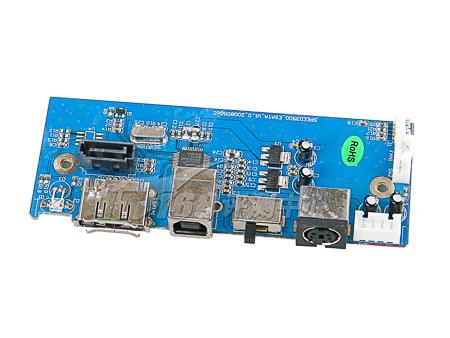 我们看到其内部的设计比较简单,使用了金属板固定硬盘,由于m3500外壳