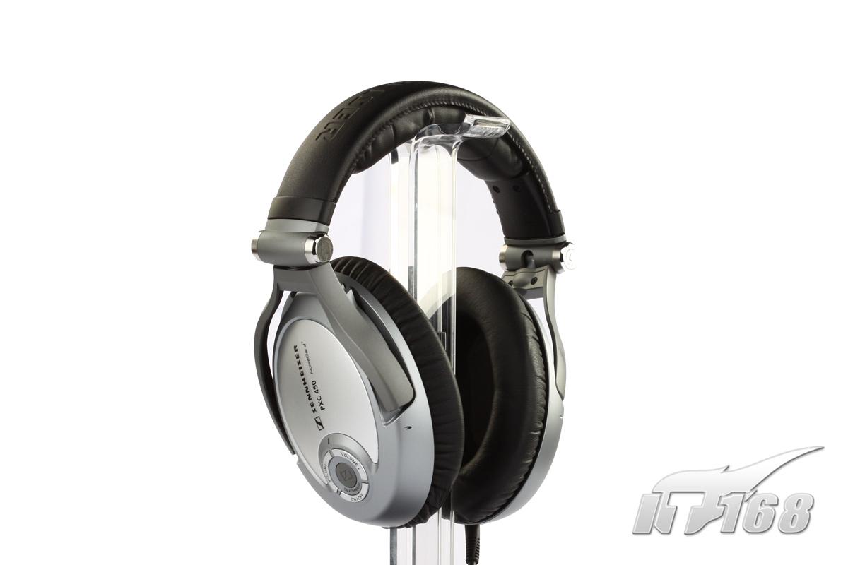 控制部件   应用上,我们还需要注意:作为一款具有主动降噪功能的产品,PXC450不打开电源开关是无法当作普通耳机使用的——耳机内部的发声单元不会出声。   森海塞尔PXC450还为使用者提供了便携功能——具体实现,是通过——1.可折叠的耳机主体;2.