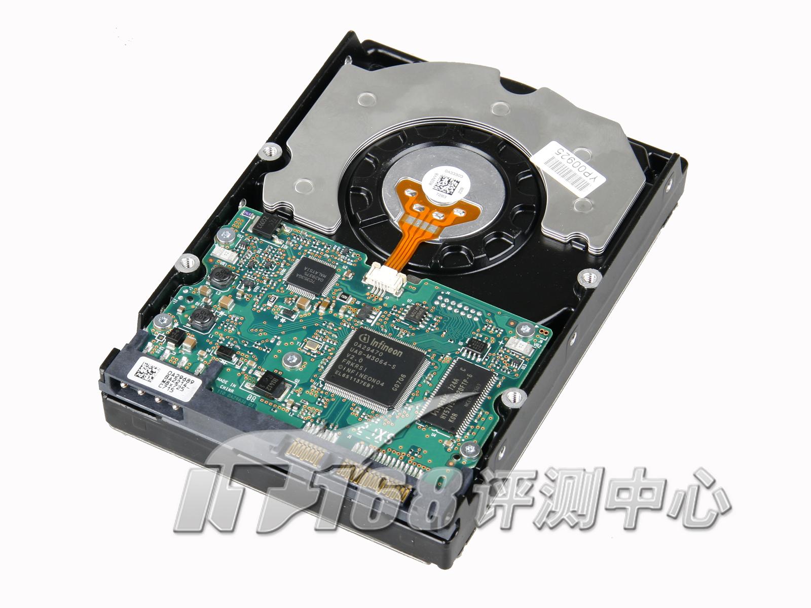 日立硬盘的电路板依然是裸露的,不像希捷或者西部数据那样将芯片安