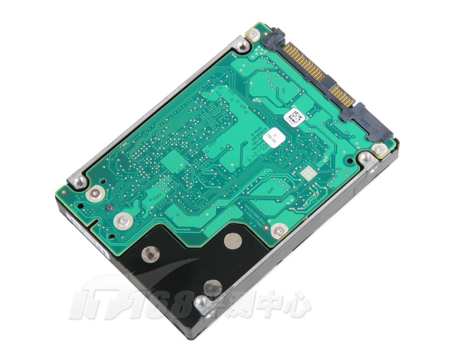 """5""""硬盘的盘体比较小,因此显得电路板面积比较大,几乎覆盖了整个硬盘"""