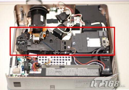 用洁净高压气流为投影机灯泡进行快速散热.