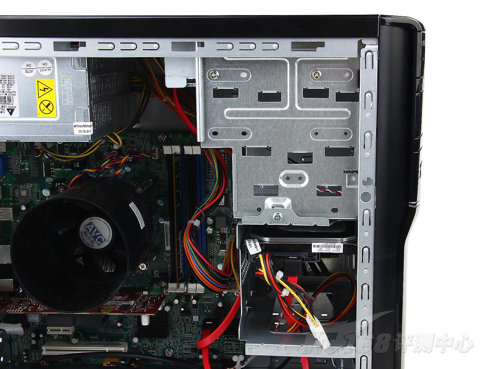 上的散热风扇被精简,同时标配的电源也仅为250瓦额定输出的台达产品