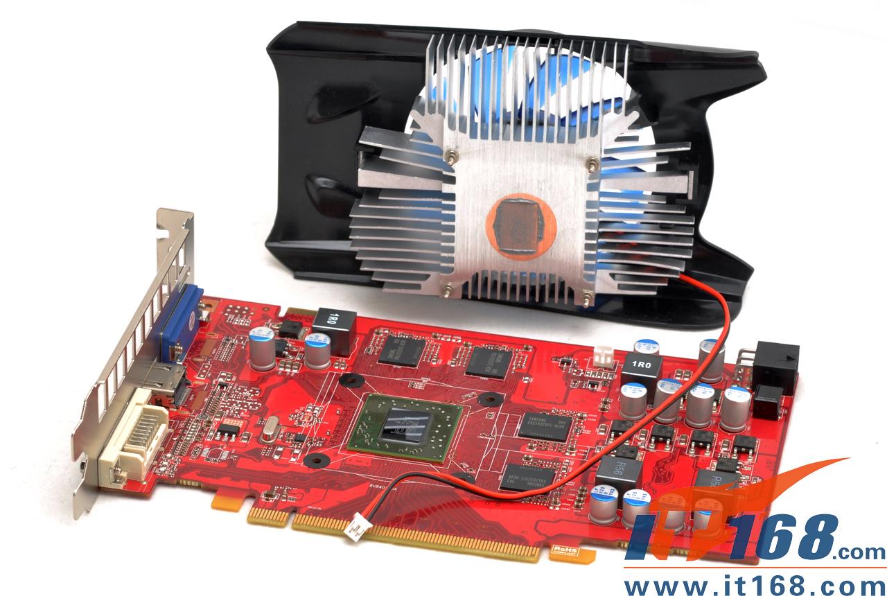 前言:   【IT168显卡频道】前不久ATI推出的新一代HD5000系列显卡在市场中掀起了一场DX11显卡风暴。其中RadeonHD5700系列更是ATI Sweet Spot中型核心策略中持抢占主流级显卡市场的王牌。但HD5770最高端的型号1G版的上市价为1299元实在是高高在上,让人难以接受。不过非公版HD5770上市后让这一切都得到了极大的改善,其中非公版1G HD5770的价格下降到999元,降幅达到三百元。     HD5770降价后最大的受惠者无疑是消费者们,不过受害的还是厂商,降价后的H