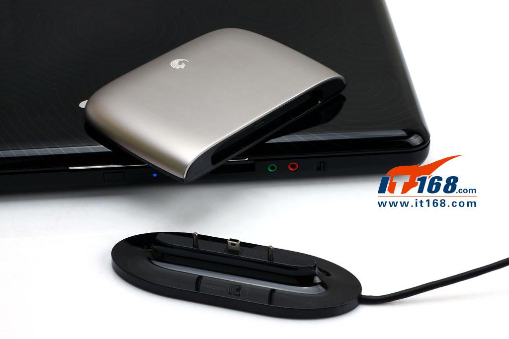 希捷睿伴replica移动硬盘不同于以往希捷移动硬盘的设计,该产品